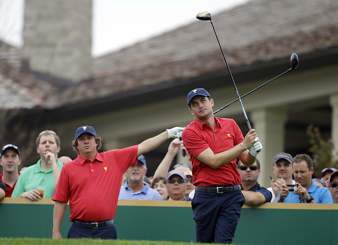 Jason Dufner helps point out a wayward tee shot by fellow team member Keegan Bradley.