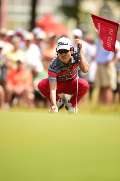 Kevin Na eagled the par-5 5th hole on the way to a first-round 68.