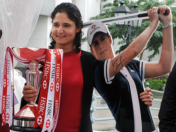 Fans were seeing double as Ochoa prepared to defend her HSBC Women's Golf Championship title in Singapore in March 2009.