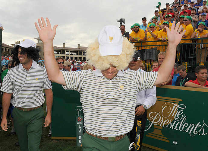 The International team of Louis Oosthuizen and Charl Schwartzel arrived to the first tee in wigs.