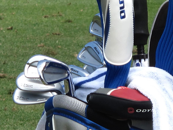 plays Mizuno's MP-62 irons.