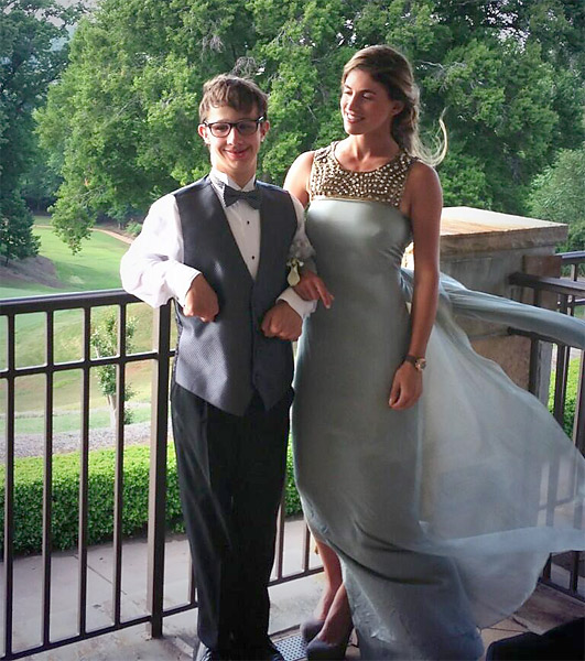 In 2013, Mozo attended prom with a fan and Special Olympics golfer in Tennessee who had invited her via Youtube.                       @BelenMozo: Big thanks to @TemperleyLondon for letting me wear such a divine and classy gown to prom. #elegance/ Mil gracias!!