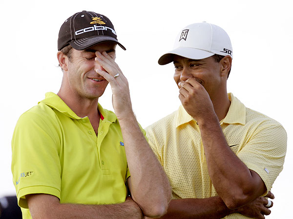 At the 2007 U.S. Open at Oakmont, Ogilvy shared a laugh with Woods. While he made the cut, Ogilvy finished a disappointing T42 in his title defense.