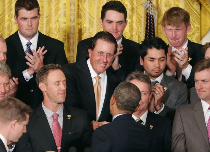 President Barack Obama shakes hands with Phil Mickelson.
