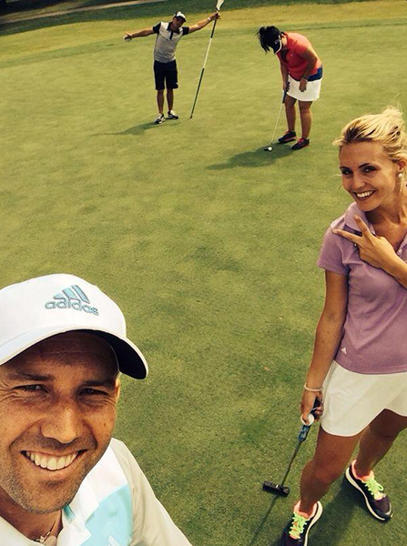 @TheSergioGarcia Fun afternoon caddying for the girls with @RickieFowlerPGA! Una tarde muy divertida haciéndoles de caddy a las chicas pic.twitter.com/dxOVYeHNvv
