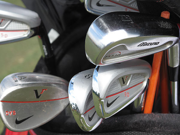 plays Nike Victory Red Split Cavity irons, but also carries a 21° Mizuno Fli-Hi hybrid club.
