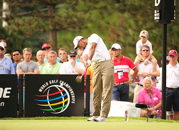 Tiger Woods drove the ball inconsistently on Friday at the Bridgestone Invitational.