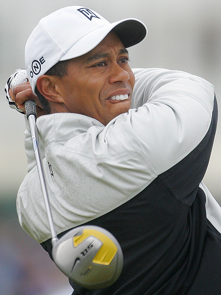 Woods pulled out the driver to attack the 463-yard par-4 second hole.