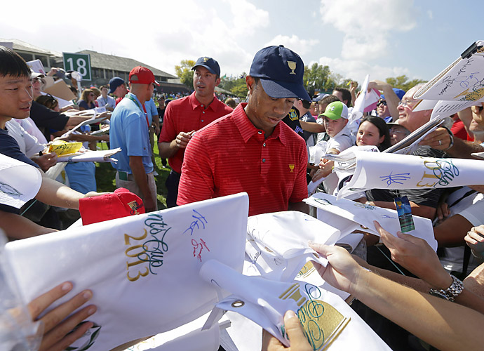 Woods signed autographs for fans at the course.