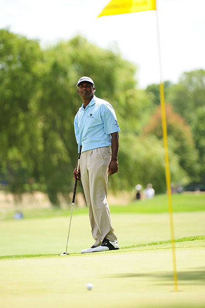 Vijay Singh's putting troubles continued Friday at Oakland Hills. The 2004 PGA Championship winner had to use his putter five times en route to a triple-bogey six on the par-3 ninth hole. He missed the cut after shooting his second 76.
