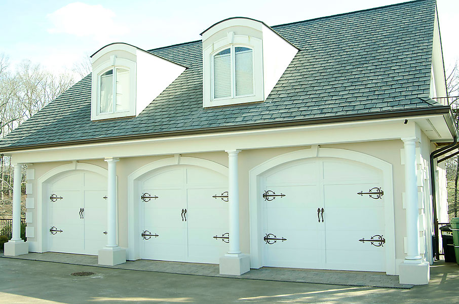 Does this three-car garage house The General?