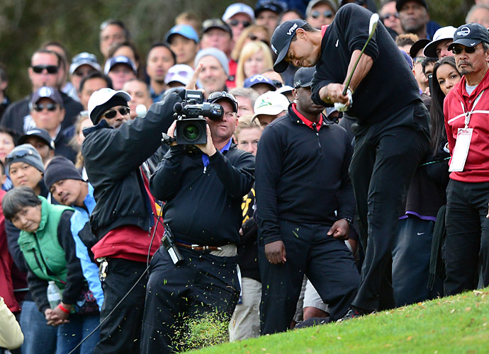 A poor tee shot on the 18th hole left Tiger with a difficult, uphill lie for his approach. His second shot would find a deep greenside bunker.