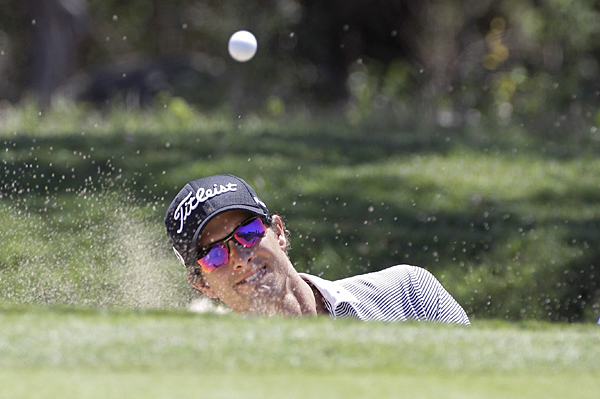 Adam Scott shot a 2-over 74, but he's still only one shot off the lead.