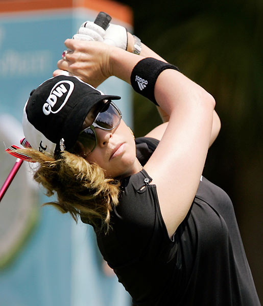 Paula Creamer moved into the final group with a four-under 67.