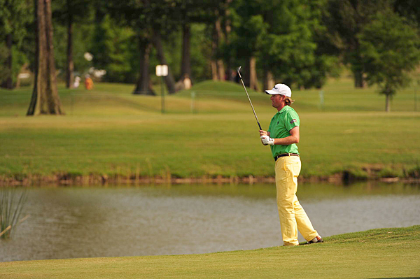 Webb Simpson barely avoided the water on 18 and was able to make a par for a 5-under 67.