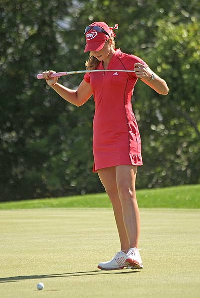 Paula Creamer, who bogeyed 15 after missing this putt, is at one under par.