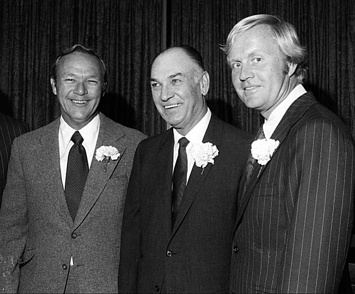 Ben Hogan appears alongside Arnold Palmer and Jack Nicklaus after the trio were cited among the five all-time golfing greats by the the Metropolitan Golf Writers Association in New York in 1973.