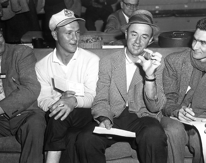 Sam Snead and Arnold Palmer talk after the third round of the 1958 Masters.