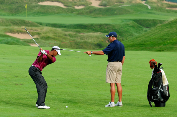 Woods is currently without an instructor, but caddie Steve Williams continued to help Woods with his golf swing.