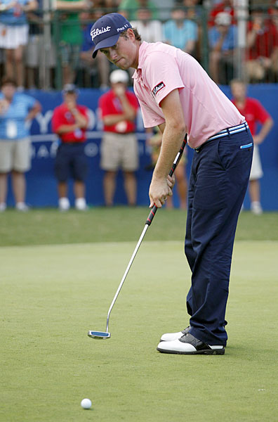 Webb Simpson made four birdies and an eagle on the back nine to build a two-shot lead over Tommy Gainey.
