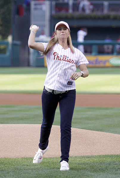 While in Pennsylvania for the 2009 U.S. Women's Open, Paula Creamer threw out the first pitch at a Reds/Phillies game.