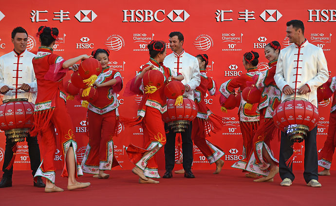 Rickie Fowler, Adam Scott and Martin Kaymer watch traditional dancers in Shanghai prior to the start of the HSBC Champions.