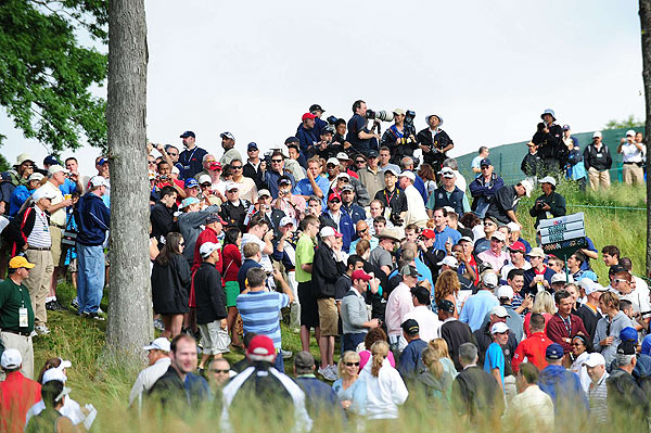 The 7 a.m. start time wasn't early enough to stop crowds from following the world's No. 1 player.