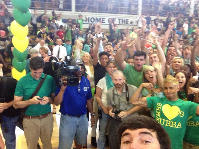 @bubbawatson: selfie with my old high school #rad