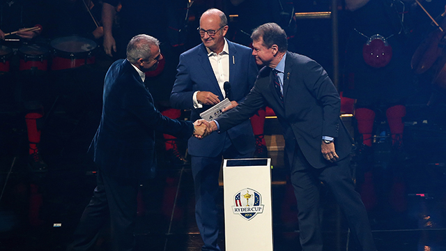 Europe team captain Paul McGinley (L) shakes hands with United States team captain Tom Watson with Fred MacAulay during the 2014 Ryder Cup Gala Concert.