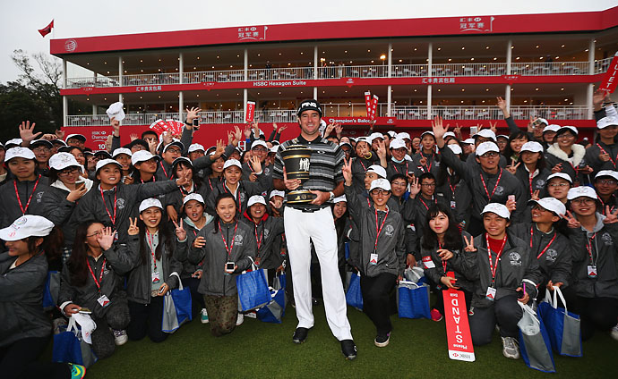 Bubba Watson pictured with volunteers after winning the WGC-HSBC Champions at the Sheshan International Golf Club in Shanghai on Nov. 9, 2014.