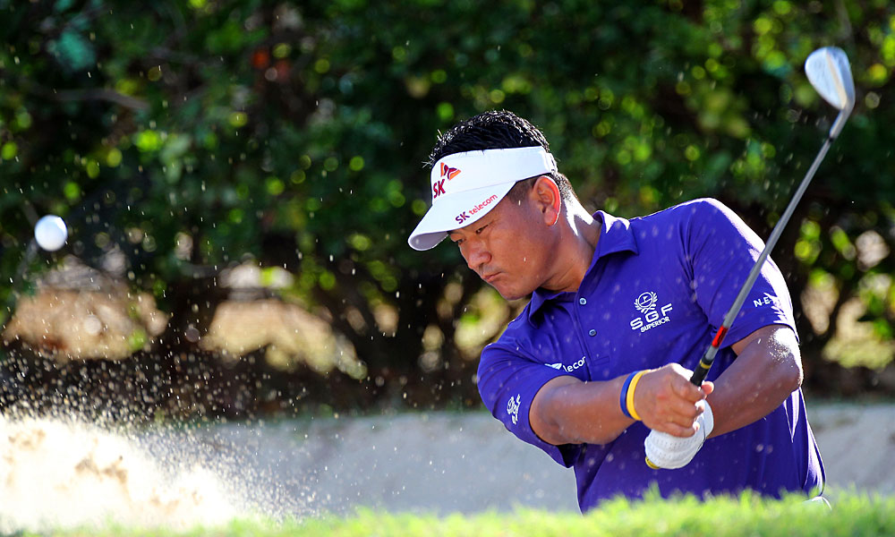 K.J. Choi made five birdies and two bogeys for a 67.