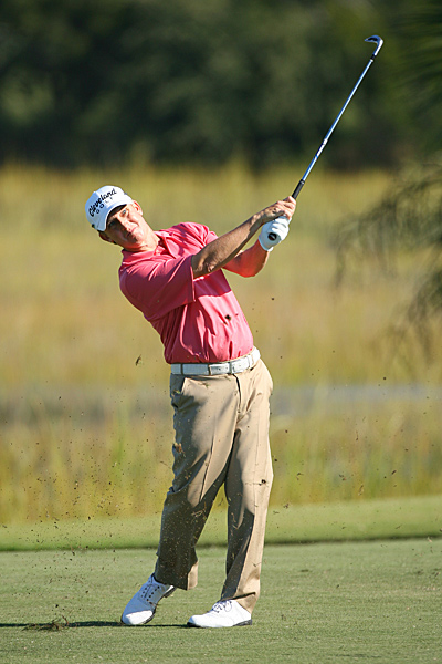 David Toms took over first place with his solid play in the second round.