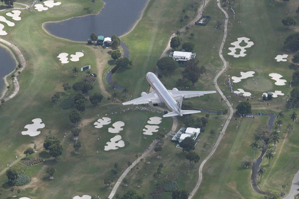 Sports Illustrated photographer David Walberg caught this plane flying over Doral Golf Resort earlier this year during the 2009 WGC-CA Championship. How? Walberg was taking a ride in the MetLife Blimp.