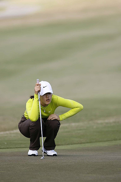This is the first time Wie has held a share of the lead since 2006.