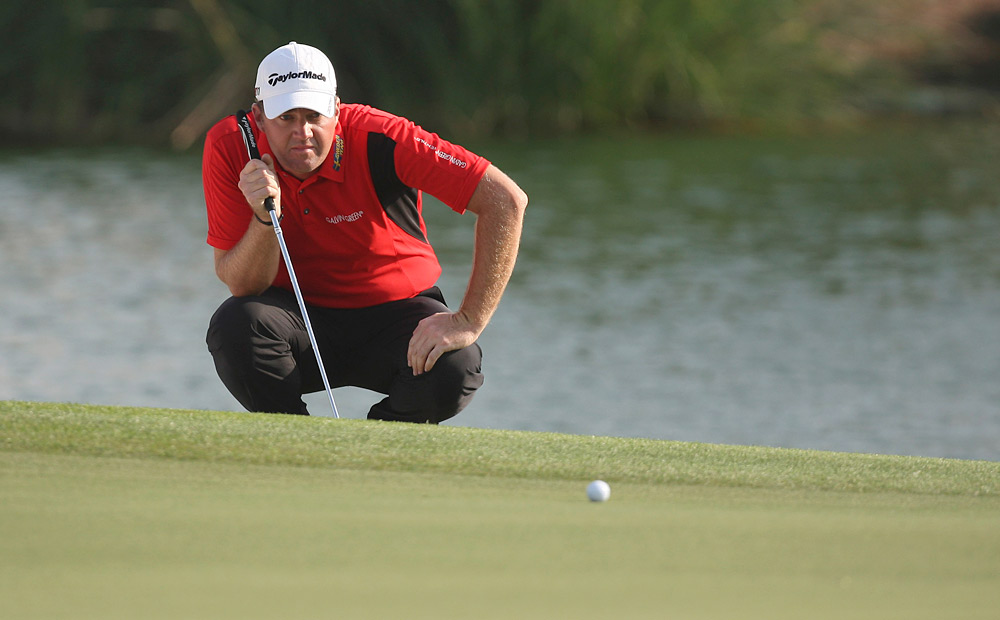Peter Hanson shot an eight-under 64 to lead everyone after round 1.