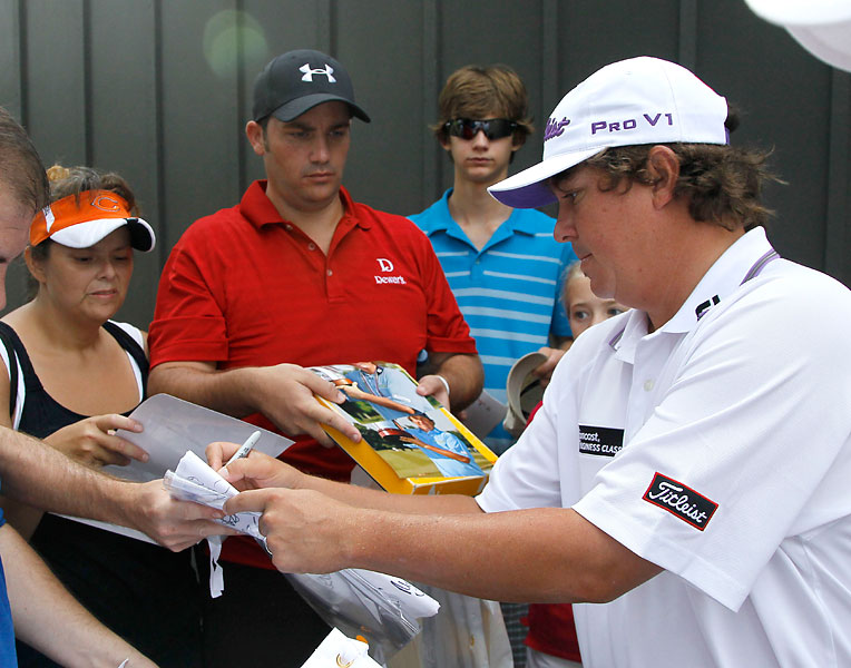 Jason Dufner also stopped to sign autographs for fans.