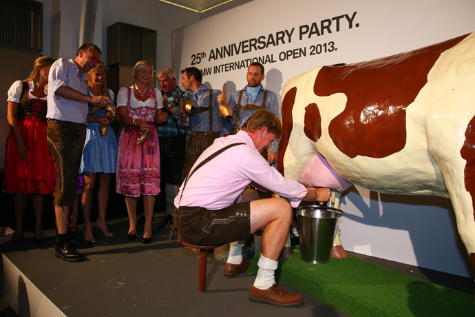 Ernie Els was one of several players to compete in a cow milking competition.