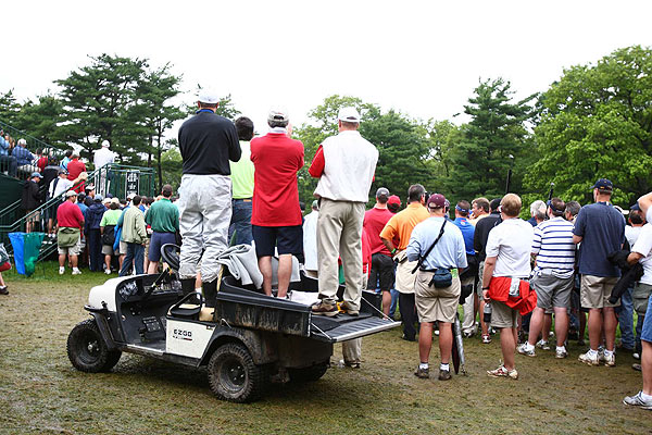 Fans did what they could to see the action at Bethpage Black.