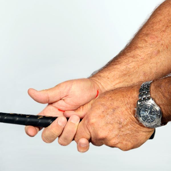 2. Now lower the                       right thumb muscle so it forms a                       groove, and lower the groove so it                       sits on top of the left thumb.