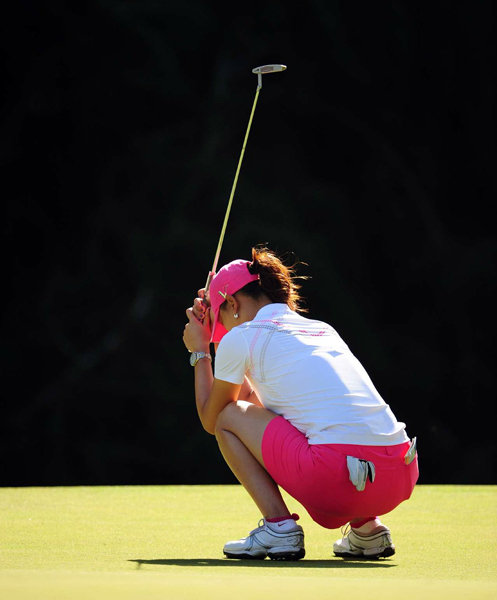 In her 2009 debut at the SBS Open in Hawaii, Wie held a three-shot lead on the back nine but eventually lost by three to Angela Stanford. Wie's tee shot on No. 11 found the water, and she made a double bogey. A missed birdie putt from three feet on 16 ended any shot Wie had at her first win.