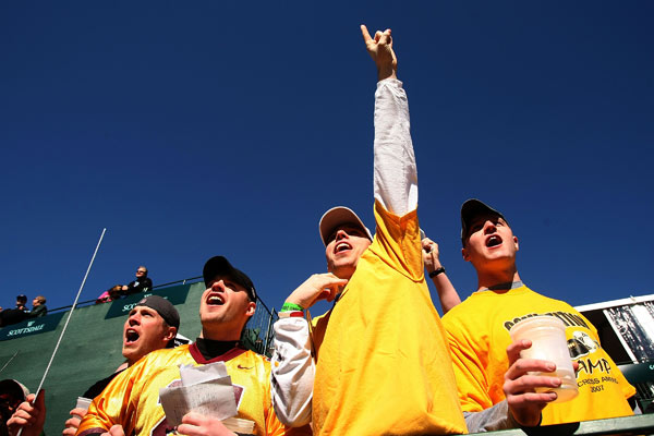 Members of the gallery cheered at the 16th hole Friday. More than 150,000 people are expected at the course on Saturday.
