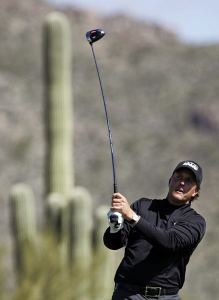 Phil Mickelson grabbed an early lead in his match against Stuart Appleby, but Appleby fought back and beat Mickelson 2 and 1.
