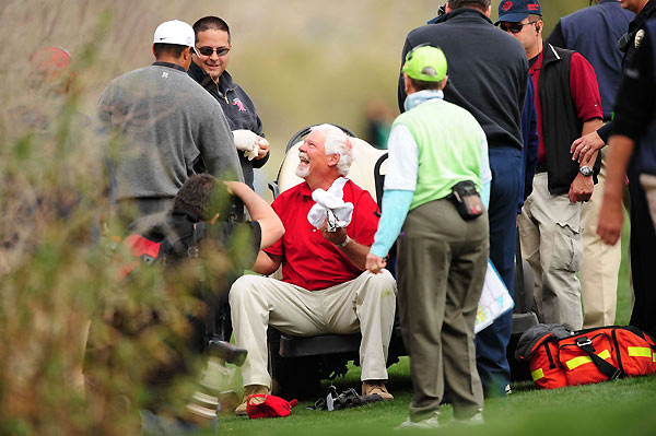 Woods handed Bruce Hartman, right, his golf glove after Hartman was hit in the head by Tiger's ball at the 13th fairway.