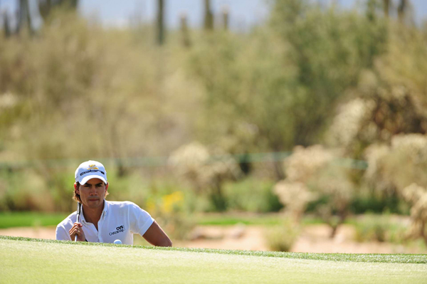 Camilo Villegas easily won his first two matches, but he ran into trouble against Geoff Ogilvy. Ogilvy beat Villegas, 2 and 1.