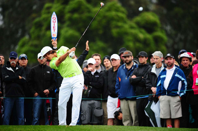 Rickie Fowler opened with a 77 on Thursday, but he rebounded with a 65 to make the cut.