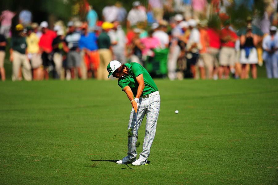Rickie Fowler bogeyed two of the last four holes for a 74.