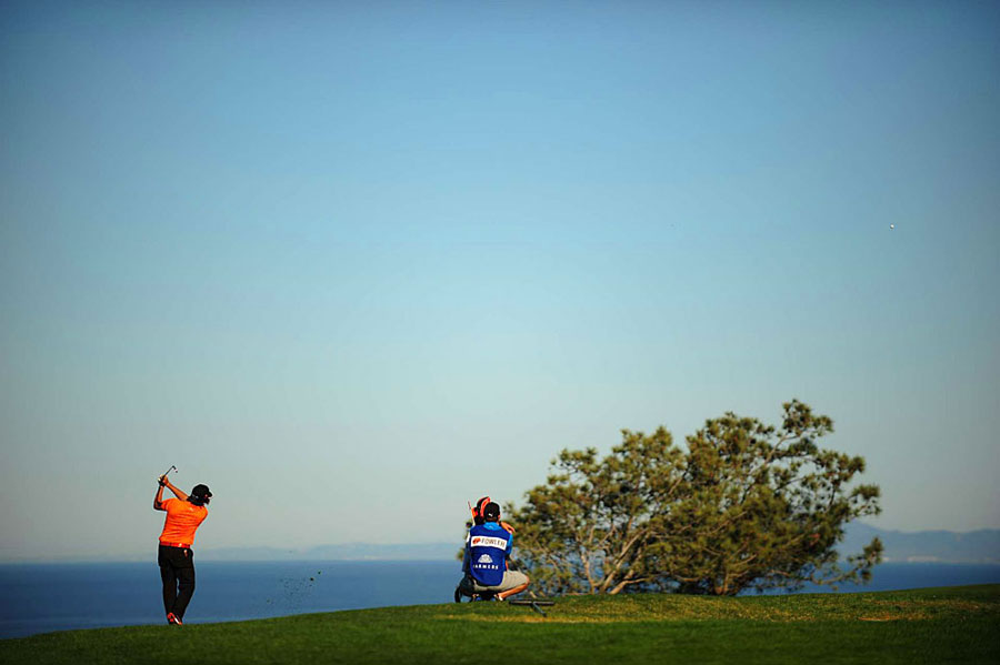 Rickie Fowler made three birdies and two bogeys for a 71.