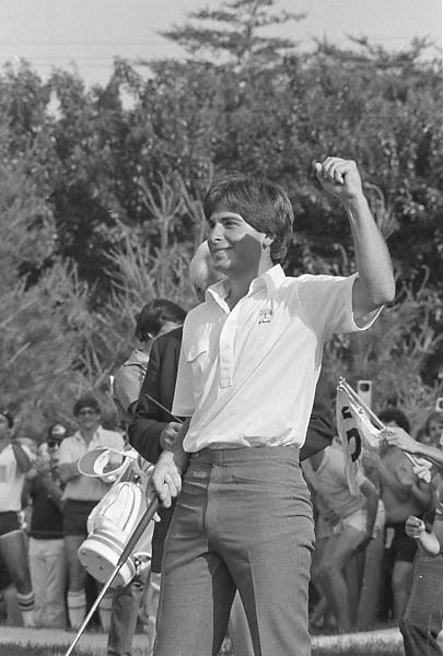 Fred Couples raises his fist to acknowledge the gallery after winning the Kemper Open at Congressional Country Club in Bethesda, Md., on June 5, 1983 after a sudden-death overtime on the 16th hole.