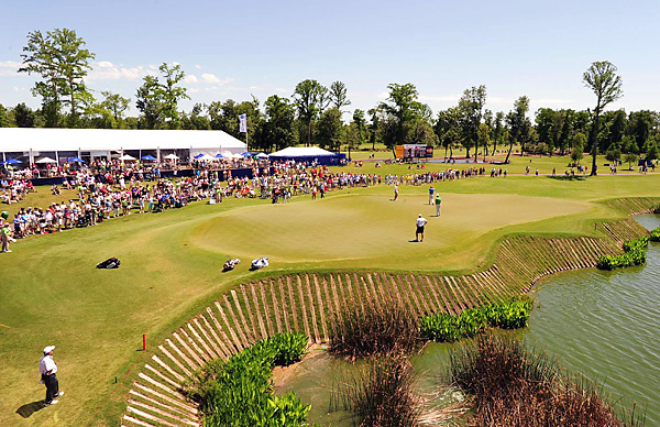 Each member of the final threesome made a par at the 210-yard 9th hole in the final round.