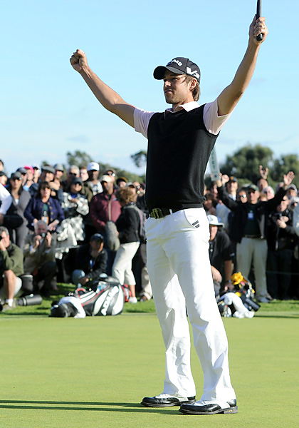 Aaron Baddeley shot a final-round 69 to clip Vijay Singh by two shots and earn his first PGA Tour win since 2007.